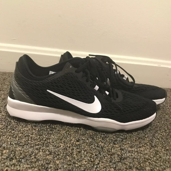 Black Nike tennis shoes size 5